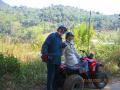 四輪バギーに乗って、山間の村を訪ねました。